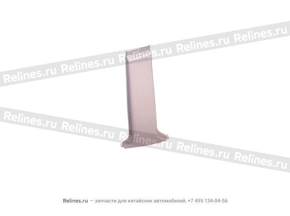 Накладка центральной стойки нижняя правая (пл)